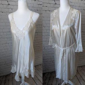 Like New, Oscar de la Renta Nightgown Set